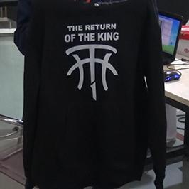 Образец печати черного свитера на принтере для футболок A2 WER-D4880T