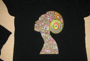 Образец печати черной футболки на принтере A2 для футболок WER-D4880T