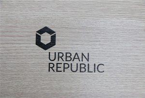 Печать логотипа на древесных материалах от WER-D4880UV